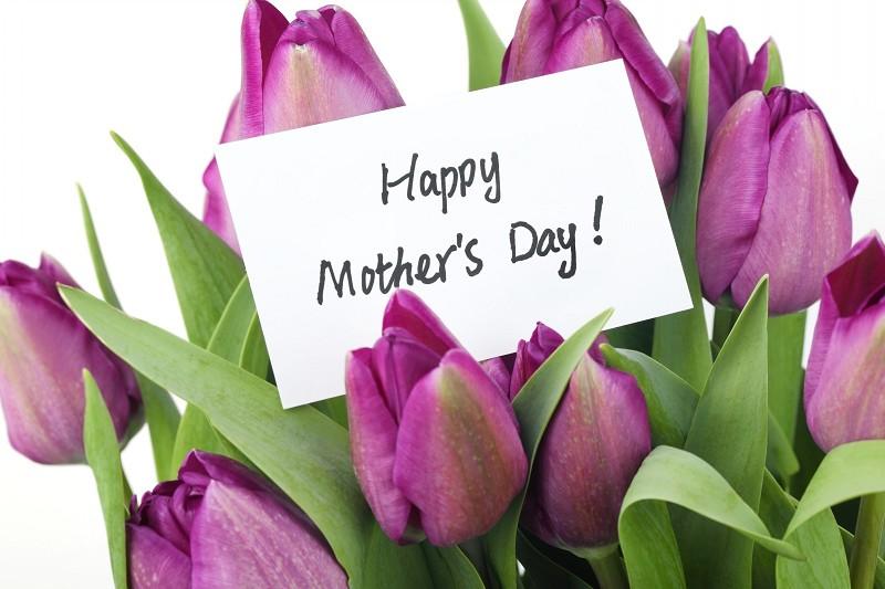 Auguri Festa della Mamma 2017: frasi, sm
