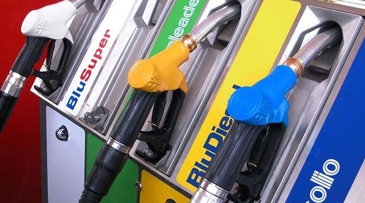 Gasolio non raffinato distribuito nel Salento: danni al motore per molti automobilisti