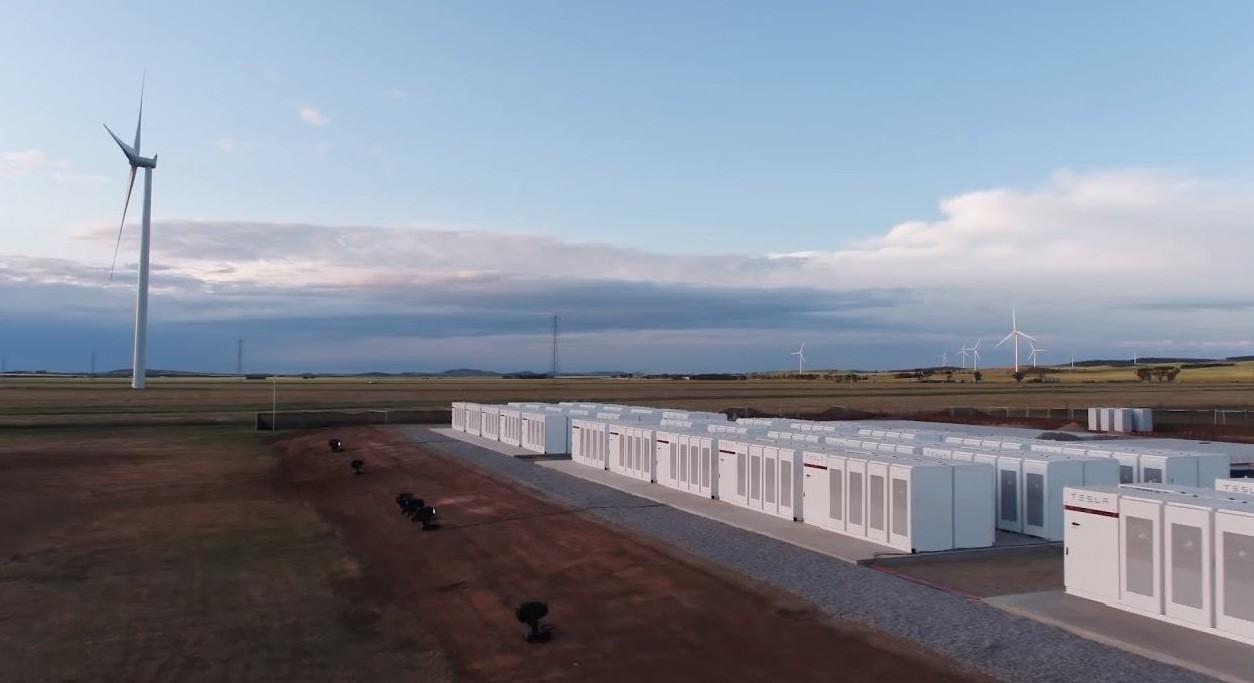 Tesla un successo la centrale a batterie