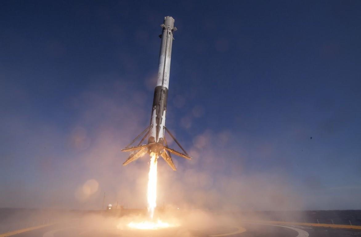 SpaceX: razzo Falcon in un test esplode